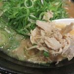 ザ・ナガハマラーメン - 『肉』と呼ばれるほぐし肉。 パサパサな食感としょっぱい味付けが特徴です。
