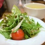 ニクバルダカラ - サラダ&スープ(牛ロースステーキ&大粒カキフライコンボ)