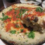 アペリティーボ - マカロニグラタン。たっぷりのチーズの下には、鶏肉・ペンネ・キノコがザクザク。