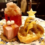 ティーサロンジークレフ - ローズペコーと苺のムースのクリスマスギフト@サブレにローズストロベリーとペッパーのムース