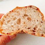 77890509 - 木の実のパンの断面