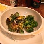 厨房酒場 カモメセラー - 芽キャベツのグリル