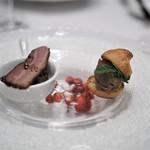 トレフ・ミヤモト - アミューズ イノシシのベーコンとレンズ豆のマリネ ベキャスなどジビエ4種のパテを詰めたグージェール