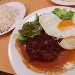 AOI - ハンバーグライス・大盛(890円)