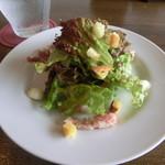 奥田パスタ - ランチのサラダ