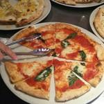 77894741 - 焼きたてピザはすぐ取りにくるべし