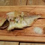 Bar Salu - 本日のお魚丸ごと炉端焼き「鯛」