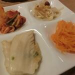 堂山 焼肉寿司 - 冷菜4種
