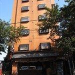 横浜谷口甘納豆 - ビルの1階が甘納豆屋さんです