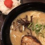 つるる - 料理写真:とんこつラーメンと明太ご飯(2017.12現在)