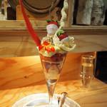 夜パフェ専門店パフェテリア ベル - 苺とシャンパーニュのパフェ