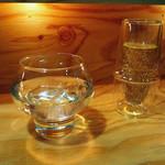 夜パフェ専門店パフェテリア ベル - スパークリングワインと水