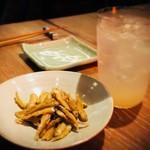 恵比寿 箸庵 - お通しとグレープフルーツサワー