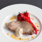 マークステーブル - 沖縄産黒豚の肩ロースのロースト、カシューナッツと白味噌ソース