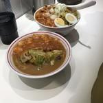 蒙古タンメン中本 - 半蒙古タンメンと半樺太丼