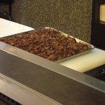 7791177 - お茶屋さんへの出前分の焼肉弁当用に仕込んだ牛肉の薄切りスライス。
