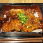丼ぶり屋台 - 北海道 厚切りカルビ十勝豚丼