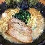 昴 - 料理写真:醤油とんこつラーメン