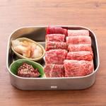 听屋焼肉 - 料理写真:听屋焼肉弁当 黒毛和牛ミックス ハーフポンド(250g)