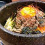 韓喰 - 旬野菜とそぼろ肉の石焼ビビンバ