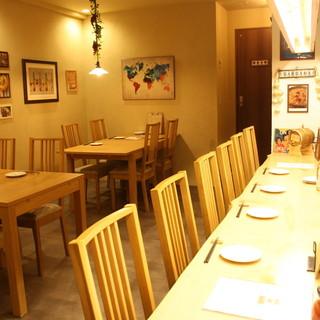 落ち着いた大人の空間でゆっくりとお食事をされて下さい。