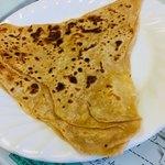 メハク ハラル フーズ - プラタ。チャパティをリッチにしたようなイメージ。