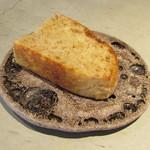erre - 「喜び -空気の皿-」ジャガイモとスペルト小麦のパン