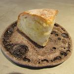 erre - 北野のブーランジュリー、サマーシュのポレンタのパン