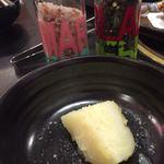 沼袋浜横丁 - ジャガバターにはお好みでピンクソルトやコショウを