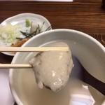萬寿庵 - そばがきを箸で持ち上げたところ。