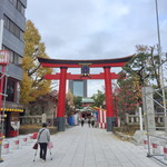 萬寿庵 - すぐ隣にある、最近有名になった富岡八幡宮です。