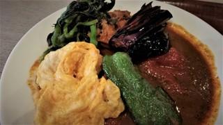 シップスログ - チキン野菜カレー。トッピングはミニオムレツ。