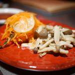 听屋焼肉 - ナムル風マリネ野菜