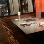 听屋焼肉 - テーブル席