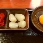 得正 山科店 - 福神漬けとらっきょう、卵黄もついてます!