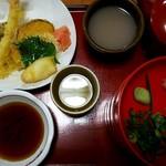 そば庄出雲 - 料理写真:天ぷら割子そば 980円