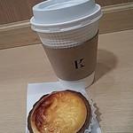 77939578 - 焼きたてチーズタルト、コーヒー