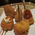 地産串あげ処 串兆 - サーモンいくら乗せ はんぺん鶏軟骨 インゲンとチーズの肉巻き 宮崎鶏サルサソース