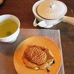 Chaie - 宇治抹茶あん・ぎゅうひ入りと日本茶