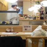 丸万寿司 - 店内