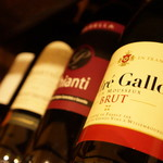 マイヨジョーヌ - 各種ワインを揃えております。