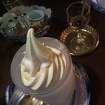 ミルク村 - アイス結構大きい!