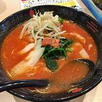 トマトラーメンと辛めん 三味 - トマトラーメン680円+もやし増し50円