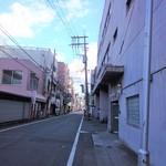 77950336 - 右にトキワをみながら県庁のほうに向かいます。右手にあります。