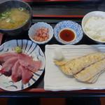徳田屋食堂 - 料理写真:2017.12 サワラ塩焼きとかつお刺身の定食(950円)