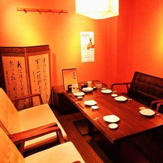 【2F】大人気の個室は限定2部屋。