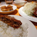 伊酒家 あずき 渋谷 - 自家製ハンバーグ 牛すじデミトマトソース 980円