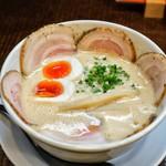 ラーメン家 みつ葉 - 料理写真:■豚CHIKIしょうゆチャーシューメン 1000円