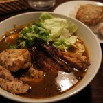 スープカリー スアゲ プラス - ポーク+チキン、ハンバーグ、キャベツ