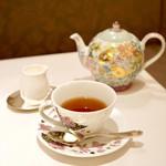 77961147 - プラス¥544でお飲物を                       紅茶をチョイス